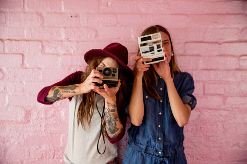 inyay/ snapping with retro cameras